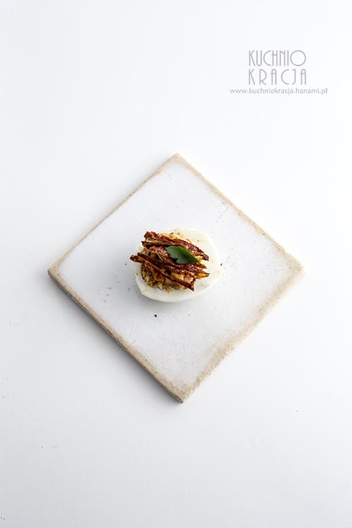 Jajka z pastą z suszonych pomidorów, Fot. Hanami