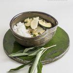 Curry z cukinią i białą rzodkwią