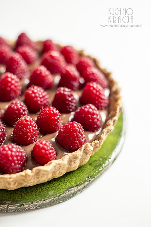 Tarta z kremem czekoladowym i malinami, Fot. Hanami