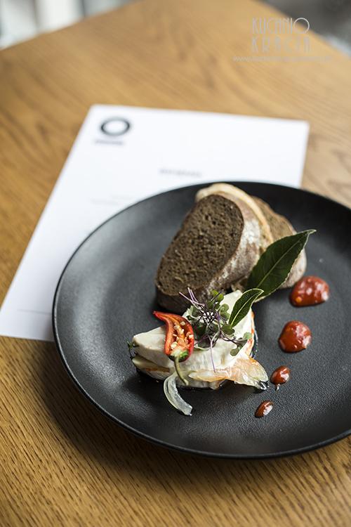 Marynowany na ostro z ziołami i papryką ser Camembert, pieczywo, Restauracja Bohemia