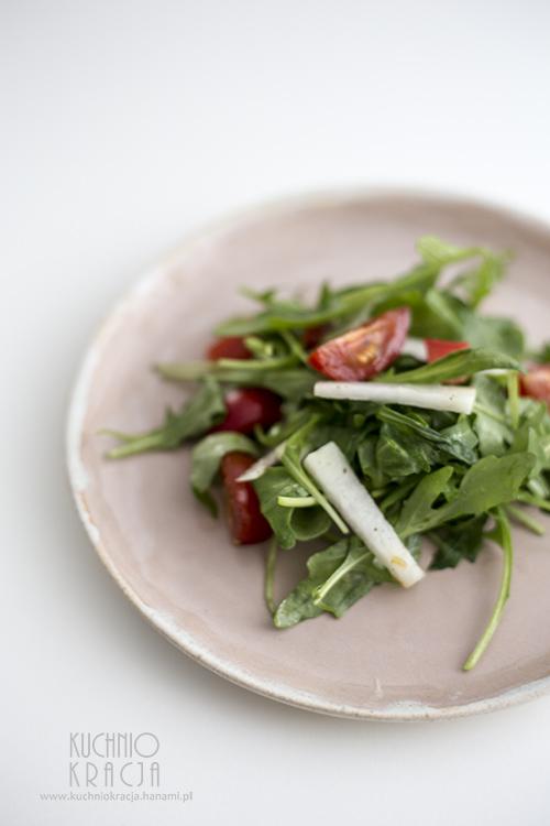 Sałatka: rukola, pomidory koktajlowe, kalarepa i papryka, Fot. Hanami