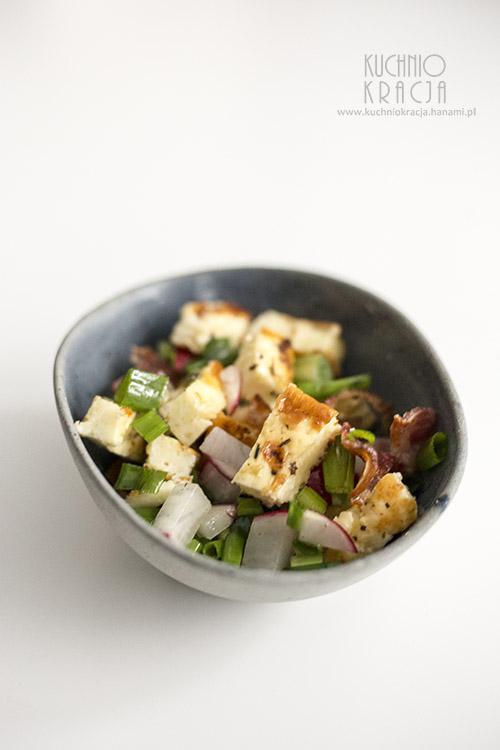 Sałatka z grillowanym serem i boczkiem, Fot. Hanami