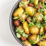 Młode ziemniaki z chorizo