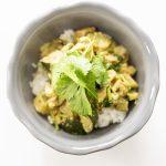 Curry z cukinią, bakłażanem i kolendrą